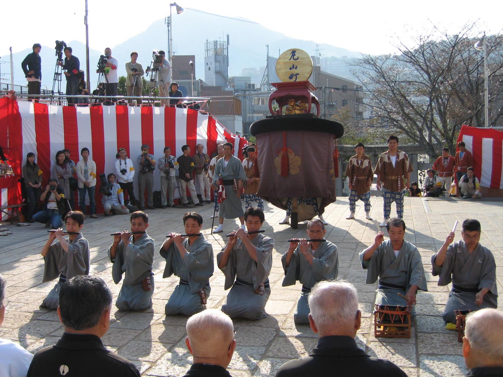 2006長崎くんち後日の諏訪神社の踊り馬場