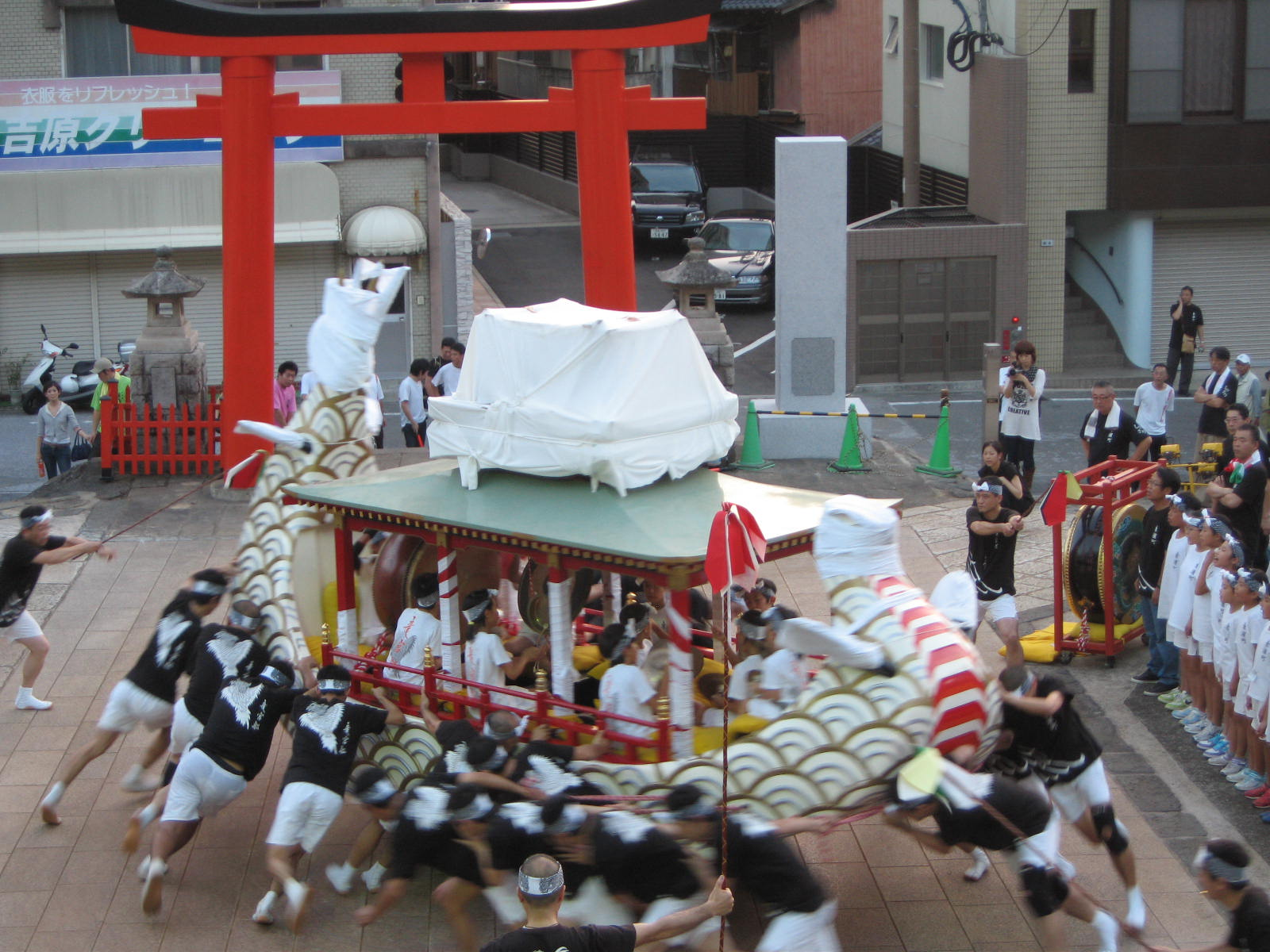 東濱町「竜宮船」